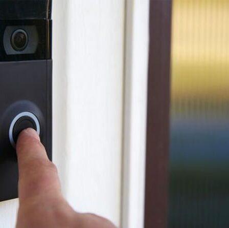 Un homme risque de payer 100 000 £ à un voisin après que la caméra de la sonnette a été découverte pour «violer la vie privée»