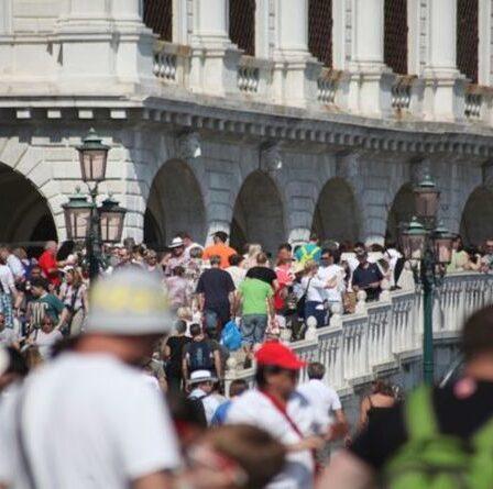 """Venise se transforme en """"Big Brother"""" alors que la ville ajoute un système pour suivre les touristes """"minute par minute"""""""